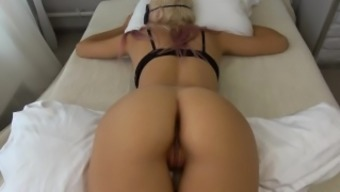 Sleeping College Teen Wakes Up To Thick Cock And Gets Too Horny Carrylight