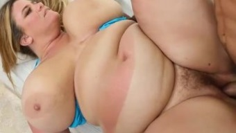 Big Booty Mom Gets Sunburned And Fucked In Miami