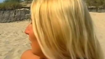 Amateur Blonde Girlfriend Sucks And Fucks On The Beach