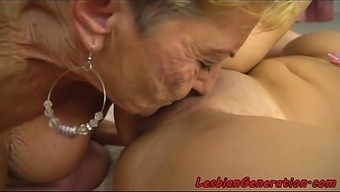 Gorgeous Teen Pussyfingered By Mature Lady