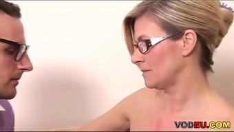 Nerd Fickt Eine Gro&Szlig_e Titted Milf