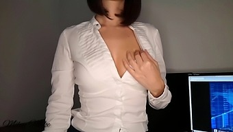 Secretary In The Office Does Me A Blowjob, I Cum On Her Perfect Tits
