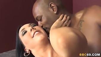 Round Ass Megan Foxx Wants Anal Sex With Flash Brown