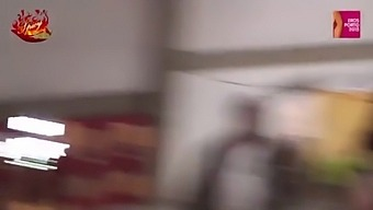 Mary Rider  E Luna Dark Lesbicano E Si Scopano A Vicenda Con I Dildo Su Un Bigfoot