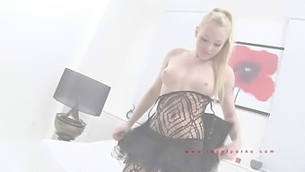 Lola Taylor Double Penetration Anal Pissing Golden Shower
