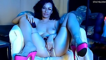 Brunette Hardcore Fucking Herself With Toys And Jerking Off Anal