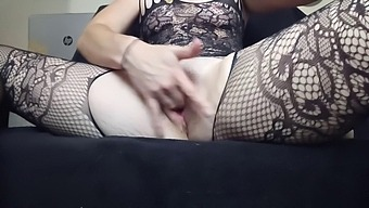 Elle Se Masturbe En Tenue Sexy / Orgasme Féminin / Réel / Sextoy / Satisfyer