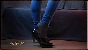Full Video Curvy Teen In Jeans Stockings And Shiny High Heels. Cum On My Feet. Foot Fetish Ely Mira