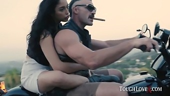 Toughlovex Penetrating Sunset With Vanessa Sky